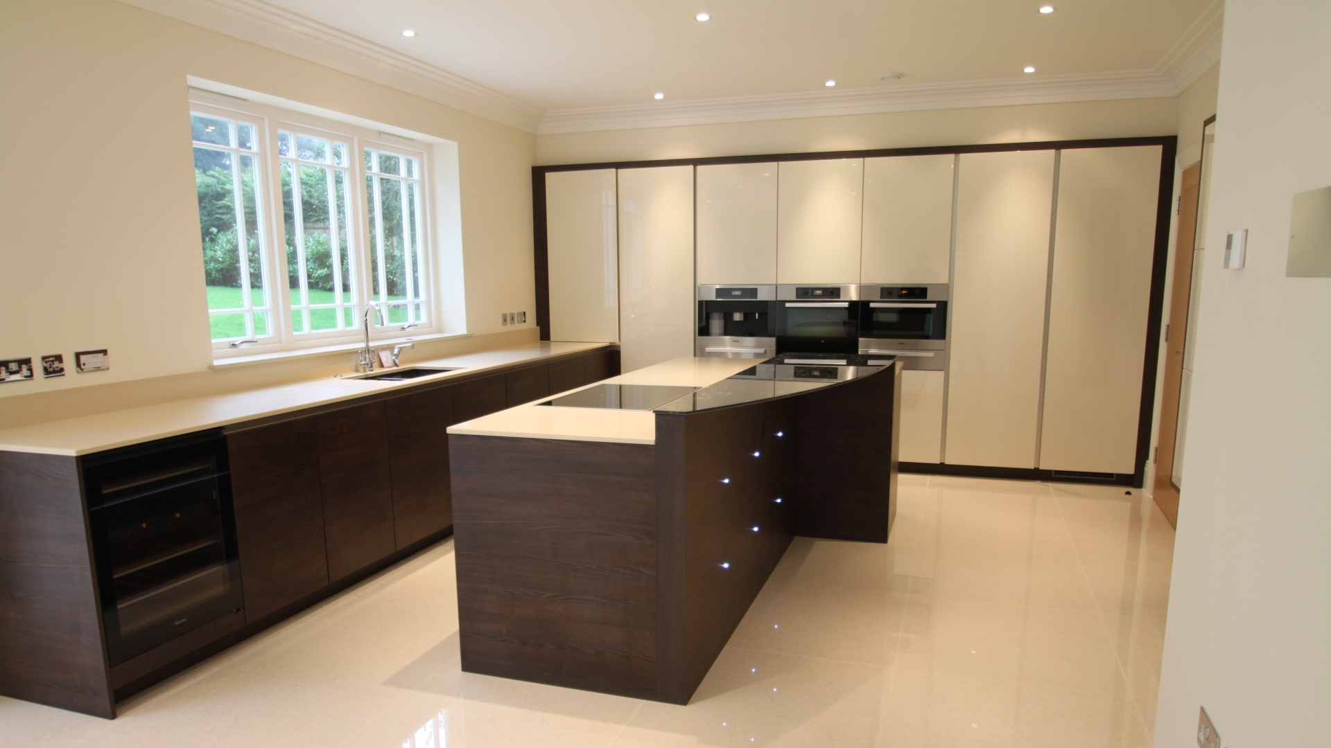 Distinct Developments Weybridge Kitchen Design German